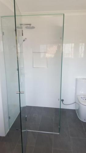 frameless-shower-9-05-15-e1467858684240