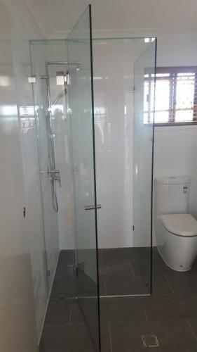 Frameless-shower-9-5-15-e1467858704324