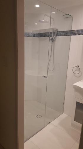 frameless-shower-screen-2-e1467858721642